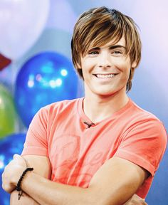 Picture of Zac Efron straight shaggy hair. Shaggy Haircuts For Boys, Boys Long Hairstyles Kids, Hairstyles Haircuts, Trendy Haircuts, Funky Hairstyles, Formal Hairstyles, Zac Efron Long Hair, Boys Surfer Haircut, Amanda Seyfried