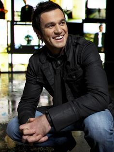 Shannon Noll (1975) was the runner up o the first season of Australian Idol in 2003. Winning Best Male Actress at the ARIA's, MTV Music Awards as well as the Nickelodeon Kids Choice Awards. FACEBOOK: 50K, TWITTER: 21K, INSTA: N/A(source unknown)