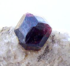 Foto 4 - cristal euédrico de granada