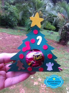 http://patriciasoarescriacoes.blogspot.com.br/2016/11/porta-bombom-natalino.html