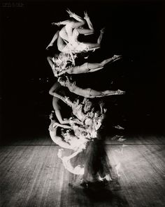 "Photo by Harold ""Doc"" Edgerton (1903-1990) - Acrobats. S)"