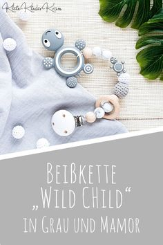 Beißkette – kleine Schildkröte in Grau für Mädchen und Jungen Teething necklace made of silicone beads and crocheted beads in gray and mamor with turtles Details for boys and girls. Presents For Boys, Diy Gifts For Kids, Birth Gift, Baby Blog, Baby Cardigan, Infant Activities, Free Baby Stuff, Mom And Baby, Funny Babies
