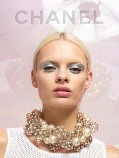 Chanel lookbook Primavera-Estate 2013 maxi collana di perle