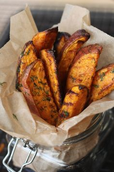 PaleOMG – Paleo Recipes – Snack Attack: Garlic Dill Sweet Potato Wedges (definitely use olive oil, not coconut oil - the coconut oil freezes on the cold wedges! Healthy Recipes, Whole Food Recipes, Healthy Snacks, Healthy Eating, Cooking Recipes, I Love Food, Good Food, Yummy Food, Tasty