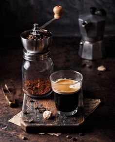 Coffee with coffee grinder on a table. - Espresso coffee in a glass with coffee grinder on a wooden board. I Love Coffee, Coffee Break, My Coffee, Coffee Drinks, Morning Coffee, Coffee Shop, Coffee Art, Coffee Lovers, Black Coffee