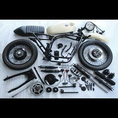 Suzuki GS550 cafe racer essentials Cb550 Cafe Racer, Scrambler Moto, Suzuki Cafe Racer, Cafe Racer Motorcycle, Antique Motorcycles, Honda Motorcycles, Cafe Racer Parts, Brat Bike, Bobber Style