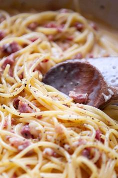 Einfache Spaghetti Carbonara - New Site Meat Appetizers, Appetizer Recipes, Dinner Recipes, Simple Appetizers, Party Appetizers, Easy Spaghetti Carbonara, Spagetti Carbonara, Carbonara Recept, Spaghetti