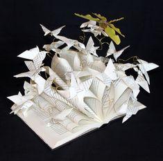 Livre d'artiste, Sculpture en papier pour amateurs d'origami, papillons en papier et libellule, poésie... : Sculptures, gravures, statues par mariellejl Plus
