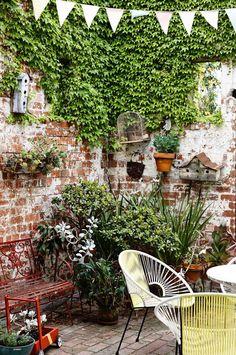 Walled courtyard garden with lots of plants - Modern Small Courtyard Gardens, Small Courtyards, Small Gardens, Outdoor Gardens, Melbourne, Brick Patios, Dream Garden, Garden Inspiration, Design Inspiration