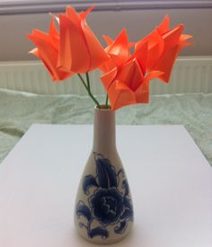 WK tulpen vouwen. Makkelijk te maken. Voor beschrijving kijk op : origami tulip Jo Nakashima