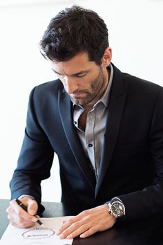 Mark Webber firmando los dibujos  ©JohannSauty-Chopard