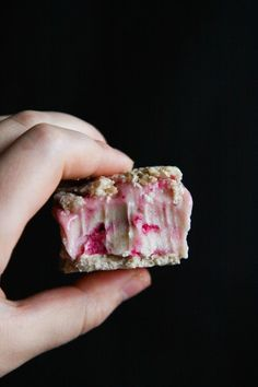 This Rawsome Vegan Life: RAW VEGAN ICE CREAM SANDWICHES: oat cookies with bubblegum ice cream