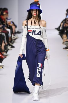The series between barre clothes and bar clothes has become even more blurry, and that is certainly Fashion Week, Sport Fashion, Look Fashion, Runway Fashion, Korean Fashion, High Fashion, Fashion Show, Fashion Outfits, Womens Fashion