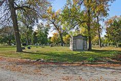 Oak Hill Cemetery II in Chicago,. Maria døde i 1914, hun ble begravd på Oak Hill kirkegård, i Chicago Farmor sin tante, Hanna, døde i 1948, Chicago, hennes ektemann Adolph døde i 1959, de ble begravd på Oak Hill kirkegård.