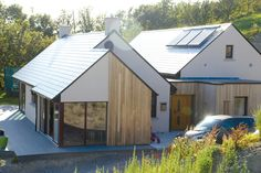 Insulated concrete formwork (ICF) is the closest thing to building a house out of Lego, and almost as simple. But as Sinead and John Coules of Co Cork found out, if you're going to be one of the fi… Rural House, Cottage House Plans, Icf Home, Cottage Extension, Bungalow House Design, Passive House, House Extensions, House Front, Concrete Formwork