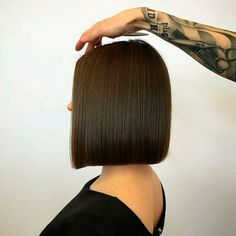 Discover everything you need to know about a keratin treatment. And a keratin treatment at home tutorial is waiting for you. : Discover everything you need to know about a keratin treatment. And a keratin treatment at home tutorial is waiting for you. Short Straight Hair, Short Hair Styles Easy, Medium Hair Styles, Bob Hairstyles, Straight Hairstyles, Hair Laid, Hair Looks, Hair Trends, Hair Inspiration