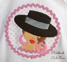 Detalle de camiseta flamenca de niña, modelo Córdoba en rosa. #camisetasflamencas #camisetaspersonalizadas #camisetasdecoradas Felt Dolls, Paper Dolls, Felt Crafts, Diy And Crafts, Sewing Crafts, Sewing Projects, Sunbonnet Sue, Diy Purse, Textile Art
