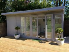 Dream house Combination garden room/store painted in 'Signal Grey' Raising Bilingual Children: The 5 Garden Office Shed, Backyard Office, Outdoor Office, Backyard Studio, Garden Bar, Garden Sheds, Timber Buildings, Garden Buildings, Outdoor Sheds