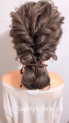 Learn how to braid your own hair with these step by step French Dutch fishtail halo and waterfall braid tutorials for beginners Easy Hairstyles For Medium Hair, Quick Hairstyles, Summer Hairstyles, Medium Hair Styles, Braided Hairstyles, Wedding Hairstyles, Curly Hair Styles, Step Hairstyle, Hairstyles Videos