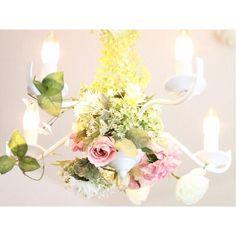 いいね!39件、コメント3件 ― monaさん(@monaria_mona)のInstagramアカウント: 「* お花をつけてから すっかりお気に入りな サロンのシャンデリア♡ * 8月も残りわずか… 駆け込みラストの夏ネイル、 お待ちしておりまーす❁ * nail&deco MonaRia*  salon…」