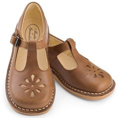 Childrens' T-bar shoes in brown leather with buckle from Menthe et Grenadine, timeless and vintage children's shoes for boys and girls, always a classic!