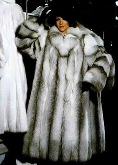 Fox Fur Coat, Fur Coats, Long Coats, Fox Collection, Fur Coat Fashion, Arctic Fox, Chic Outfits, Sexy Women, Stylish