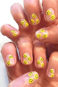 Looking to mix up the usual solid colour on your nails? Skip the base coat altogether and go for negative space nail art — but make it fresh for Minimalist Nails, Best Acrylic Nails, Summer Acrylic Nails, Nail Swag, Negative Space Nails, Nail Effects, Nagellack Trends, Aycrlic Nails, Funky Nails