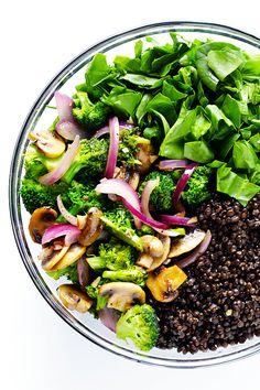 This Zesty Lentil Spinach Salad recipe is ready to go in about 30 minutes, made with hearty lentils, sauteed veggies, lots of fresh spinach, and a tangy lemon dressing. It's SO delicious, and also makes great leftovers! | gimmesomeoven.com (Vegetarian / Gluten-Free)