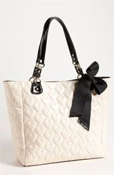 Betsey Johnson Tote betsy johnson is the coolest designer ever. walking on sunshine:-) vi betsy johnson my favorite design Purses And Handbags, Handbags 2014, Ladies Handbags, Gucci Purses, Burberry Handbags, Gucci Bags, Designer Handbags, Cute Purses, Cute Bags