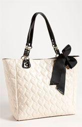 Betsey Johnson Tote betsy johnson is the coolest designer ever. walking on sunshine:-) vi betsy johnson my favorite design Look Fashion, Fashion Bags, Fashion Goth, Fashion Shoes, Girl Fashion, Purses And Handbags, Handbags 2014, Ladies Handbags, Gucci Purses