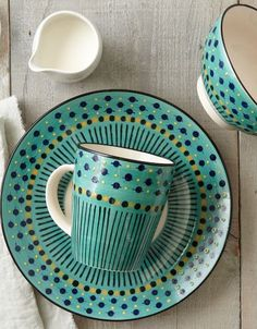 pretty dinnerware set  http://rstyle.me/n/n95tapdpe