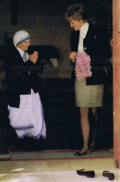 "February 19, 1992: Princess Diana visiting Mother Teresa at the Sisters Of Charity in Rome. She was greeted in the courtyard by 70 nuns who had chalked a welcome message on blackboard saying ""Welcome dearest Princess"""