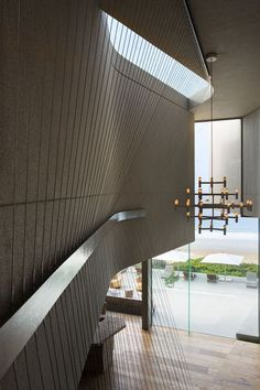 This contemporary beach house was designed by SAOTA Architects, located just steps from Robberg Beach in Plettenberg Bay, South Africa. Contemporary Beach House, Modern House Design, Contemporary Interior, Architecture Details, Interior Architecture, Store Lamelle, Indoor Outdoor, Staircase Handrail, Stairs