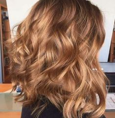 Fashion hair color 2018 caramel Related posts: ▷ 1001 + cool ideas for the enchanting hair color Caramel 45 Balayage Hair Color Ideas 2019 – … Beautiful Hair Color, Cool Hair Color, Golden Hair Color, Golden Blonde, Brown Blonde, Brown Lob, Warm Blonde, Hair Color 2018, Hair 2018