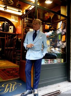 Experience: Lino Ieluzzi's Al Bazar Milano. A True Haberdasher and a Watchlifestyler at Heart. Old Man Fashion, Mens Fashion Suits, Mens Suits, Fashion Outfits, Fashion Trends, Turquoise Clothes, Turquoise Outfits, Street Style Around The World, Elegant Man