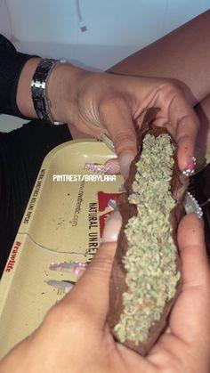 Girl Smoking, Smoking Weed, Thug Girl, Gangster Girl, Stoner Art, Weed Art, Puff And Pass, Medical Marijuana, Smoke Weed