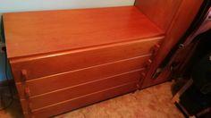 20€ Coru cómoda de madera en buen estado como se ve en las fotos medidas ancho:1m fondo:44 alto: 71