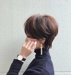 "3,369 Likes, 43 Comments - Yuri (@yuricookie) on Instagram: ""・ 髪が伸びてきた💇🏻 もう切りに行きたい✂︎😀 ・ ・ earring/ @m_handmade.mignon キラン✨と大人っぽいイヤリング♡ こんな感じ大好き❤️ ・ ・ watch/…"""