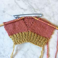 ed674b9003fc Mademoiselle Quincampoix vous explique comment tricoter facilement une paire  de moufles ! Tricot Avec Une Seule