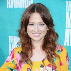 Ellie Kemper #makeup #style at the 2012 MTV Movie Awards