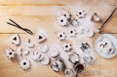 Držíte bezlepkovou dietu? I v tomto případě se nemusíte na svátky ochudit o skvělé vanilkové rohlíčky. Tyto pečeme druhý adventní víkend, aby stačily proležet.