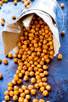 Crispy BBQ Roasted Chickpeas - The perfect healthy and filling snack to enjoy anytime of the day! Chickpea Snacks, Chickpea Recipes, Vegan Snacks, Healthy Snacks, Vegetarian Recipes, Snack Recipes, Cooking Recipes, Healthy Recipes, Garbanzo Bean Recipes