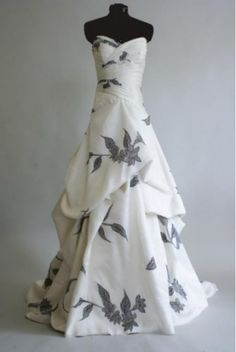 Wonderful Perfect Wedding Dress For The Bride Ideas. Ineffable Perfect Wedding Dress For The Bride Ideas. Funky Wedding Dresses, Wedding Dress Patterns, Unique Dresses, Designer Wedding Dresses, Trendy Wedding, Beautiful Dresses, Wedding Gowns, Formal Dresses, Bridal Gown