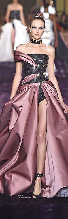 Atelier Versace Fall 2014 Couture ♔ Haute Couture Week Paris jaglady. Cool! Pink and black dress!!