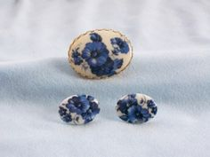 VINTAGE BLUE WILDFLOWERS CAMEO MILK GLASS CABOCHON BROOCH & PIERCED EARRINGS SET