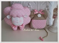 Hola amigas,  Recién salido del Atelier de Zire, este conjunto de ratoncita y ovejita para Sonia,en dulce rosa con topitos que sigue triun...