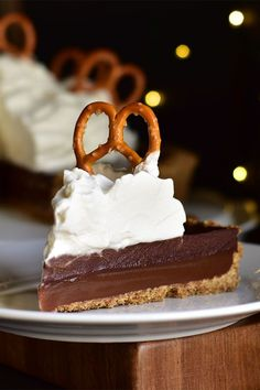 This Guinness, chocolate, and caramel tart is a quick and easy dessert recipe! Bake the best chocolate tart using pretzels, Irish stout beer, and dark chocolate. You will love baking delicious, creamy chocolate tart for dessert! Chocolate Topping, Dark Chocolate Chips, Melting Chocolate, Chocolate Desserts, Guinness Chocolate, Caramel Tart, Homemade Chocolate, Best Chocolate, Sweet And Salty
