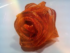 Super easy tutorial for making fabric roses. In Italian but pics are self explaining