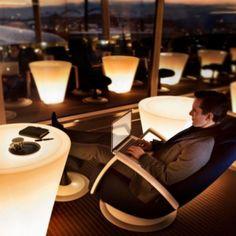 ¿Te gusta #viajar cómodo? Imagínate en una sala #VIP disfrutando una bebida esperando te llamen para abordar