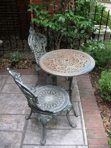 I am going to totally try to redo my patio items....I think they would be way cute with some color :)